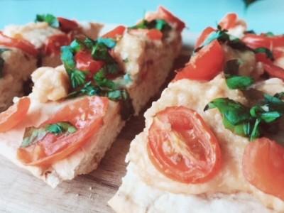 vegan mozzarella pizza
