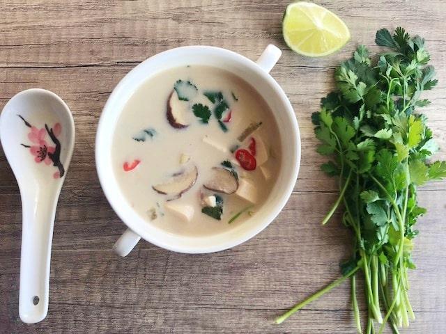 Vegan Tom Kha Kai Soep