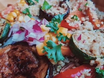 gegrilde groente quinoa salade