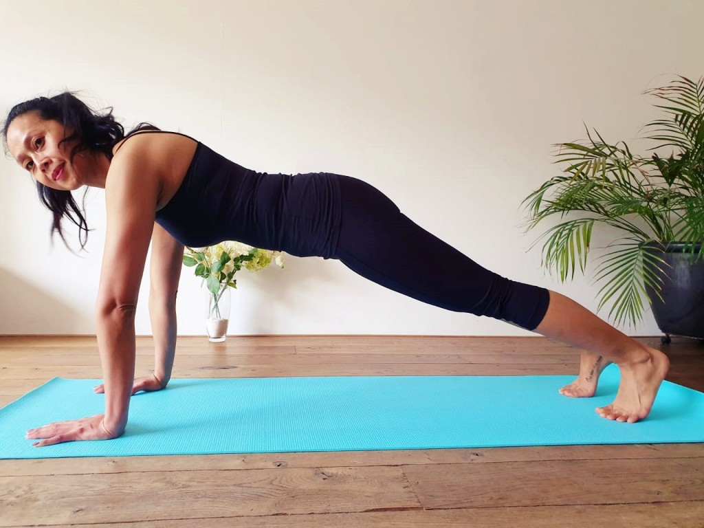 armen-buik-en-billen-pilates-workout | strongbody.nl | Juliette Amadsoedjoek