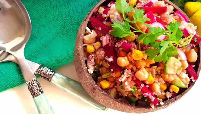 Kikkererwten salade met quinoa | strongbody.nl