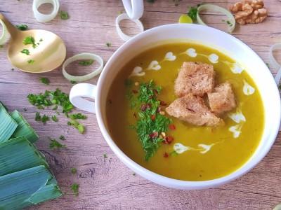 Kerrie aardappel prei soep | strongbody.nl