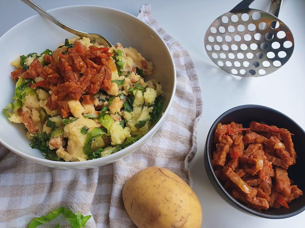 Andijviestamppot met sambal tempeh