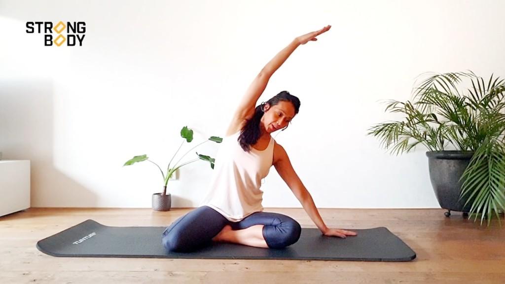 pilatesoefening voor nek en schouders | strongbody.nl