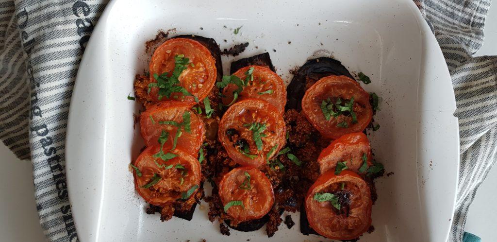Geroosterde aubergine met tomaten en quinoa