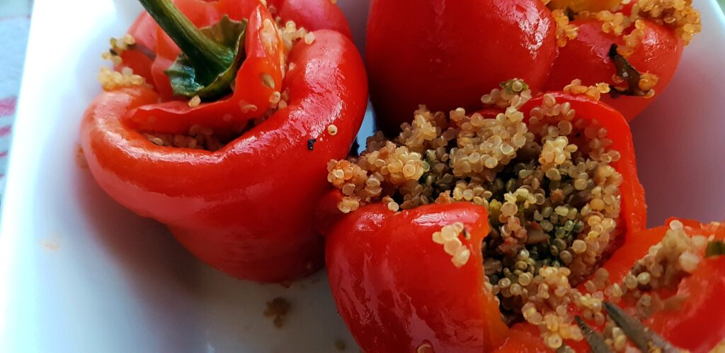 Gevulde rode paprika met quinoa - strongbody.nl